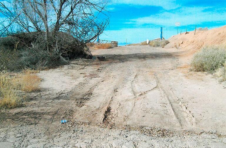 April 2014 - Einfahrt zur ehemaligen Müllhalde, jetzt Ausgrabungsgelände
