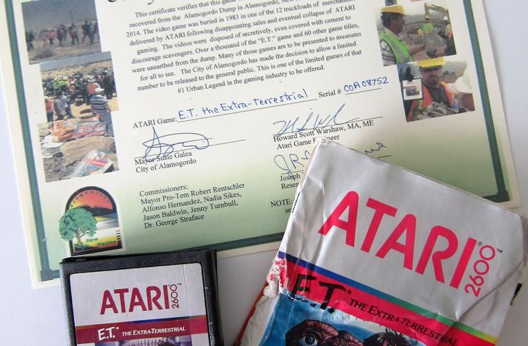 Das Deutsche Filmmuseum erhielt von der Stadt Alamogordo anläßlich der Ausstellung FILM UND GAMES ein originales E.T.-Spiel aus der Ausgrabung von 2014